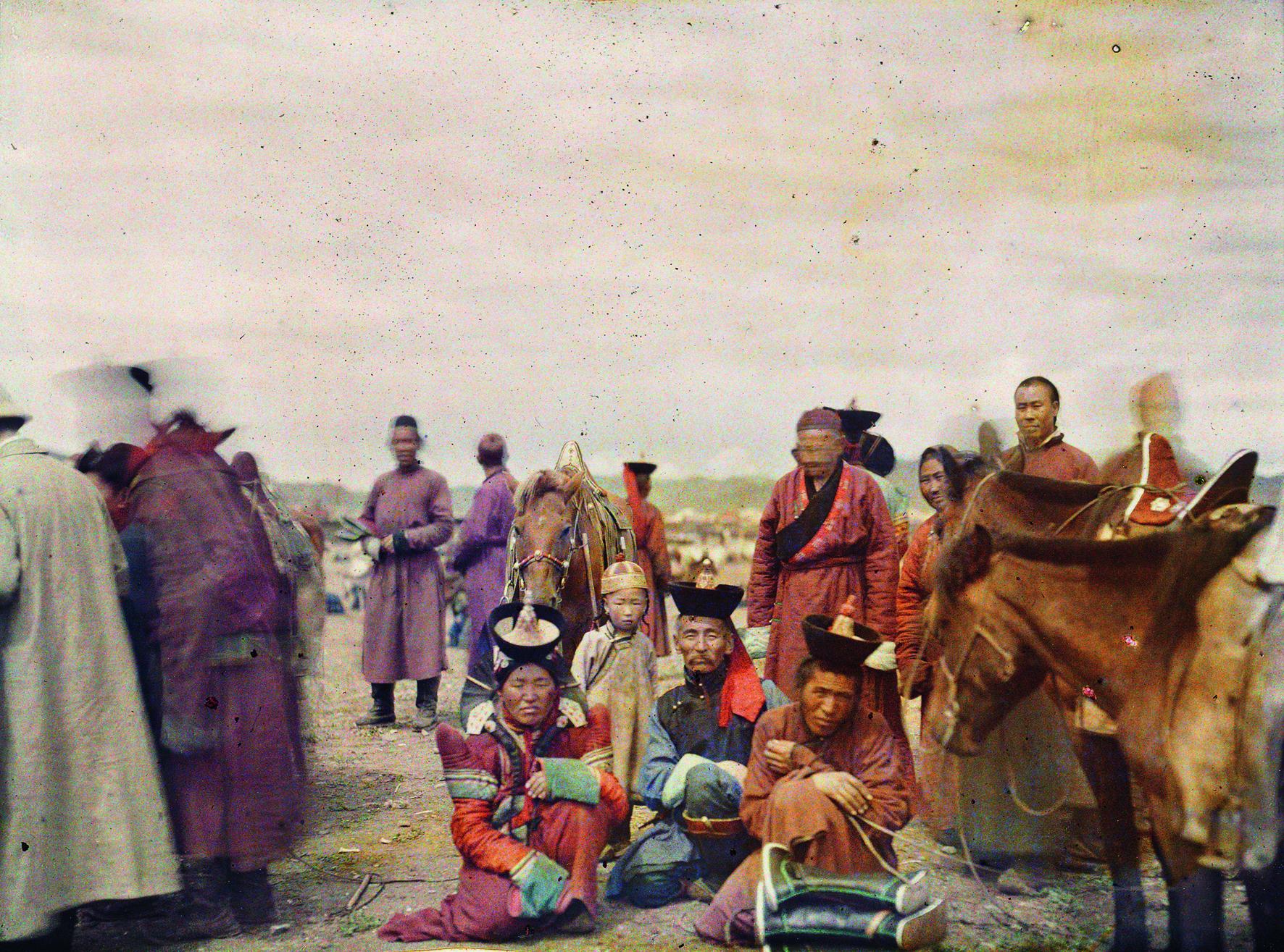 mongolei__ulaanbaatar._der_finanzminister_des_unabhaengigen_staats_mongolei_auf_dem_marktplatz__stephane_passet__22._juli_1913
